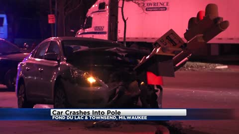 Car collides with traffic light in overnight North side crash