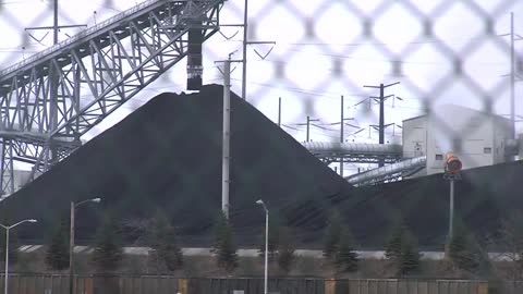 """This is the third time now:"" Neighbors in Oak Creek say coal dust still an issue"