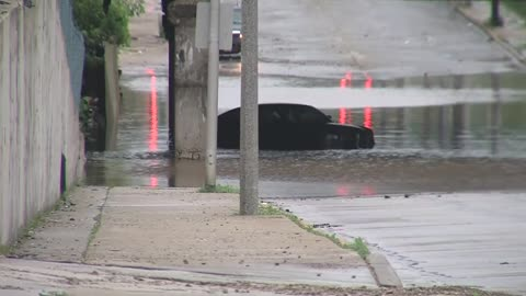 """I thought we were about to drown:"" Multiple cars stall out in flooded underpasses on Milwaukee's north side"