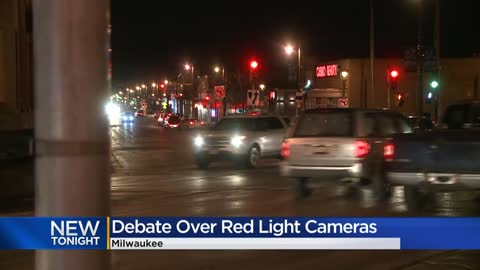 Milwaukee mayoral candidates Barrett, Taylor, split on red light...