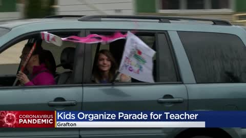 Students celebrate 4th-grade teacher with 'thank you' parade